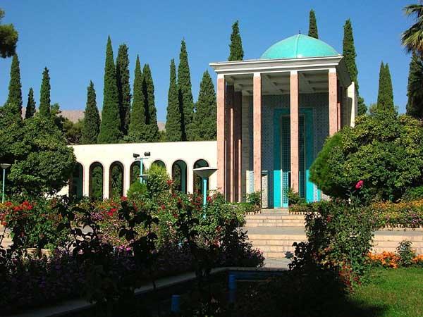 آرامگاه سعدی در شیراز,زندگی سعدی,سعدی بوستان