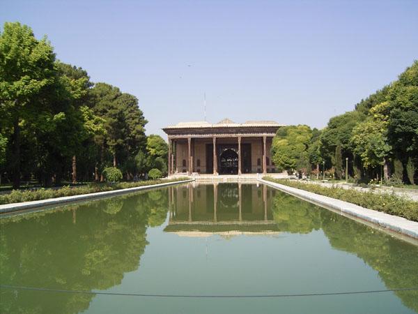 باغ ایرانی,باغ چهل ستون,باغ موزه چهل ستون
