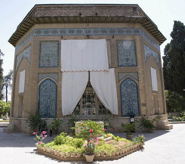 باغ نظر شیراز,تاریخچه عمارت کلاه فرنگی,عکس عمارت کلاه فرنگی شیراز