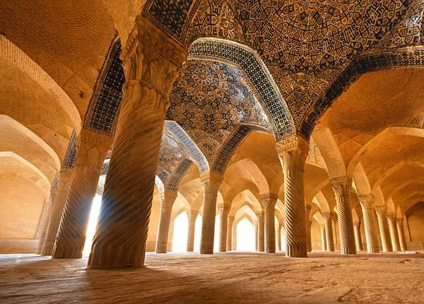 تاریخچه مسجد وکیل شیراز,سبک معماری مسجد وکیل شیراز,عکس مسجد وکیل شیراز