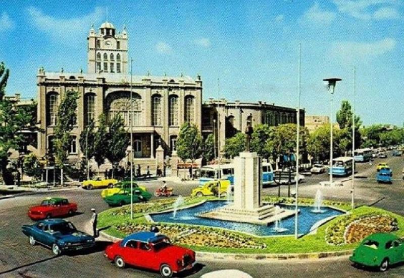 کاخ موزه شهرداری تبریز,میدان برج ساعت تبریز