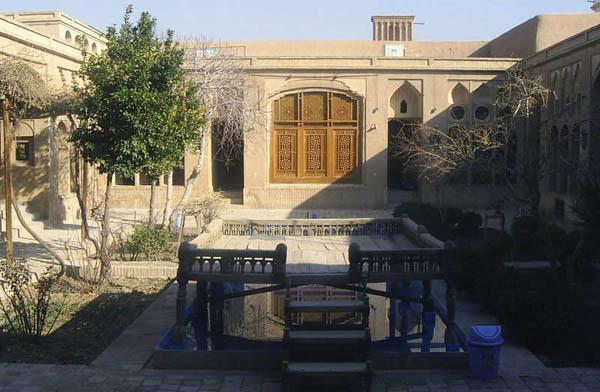 تحلیل خانه لاری ها,خانه لاری ها,خانه لاری ها در شهر یزد