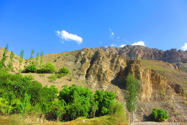 طبیعت زیبای دره آبقد