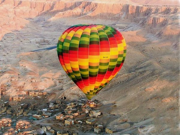 hot-air-ballooning-over-cairo