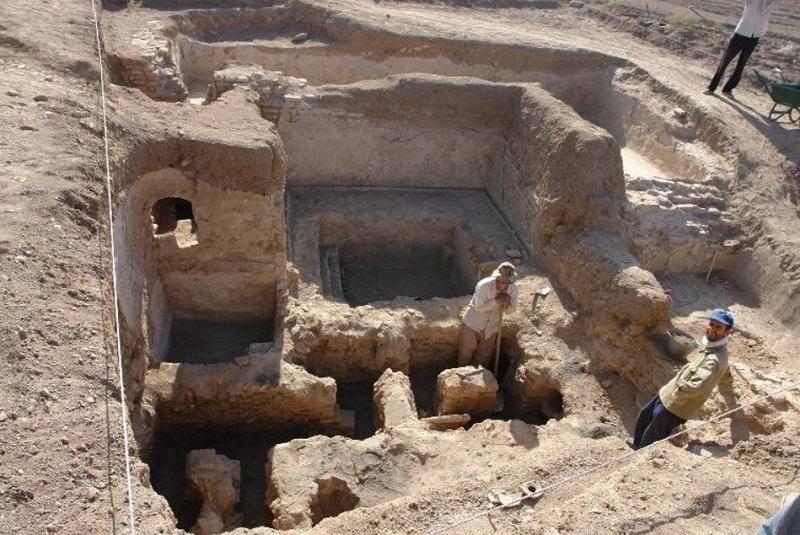 تپه آوه مرکزی,تپه باستانی آوه,تپه تاریخی آوه