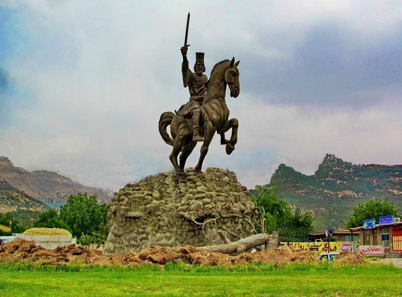 جاذبه های گردشگری کهگلویه و بویراحمد,جاذبه های گردشگری یاسوج,میدان آریو برزن