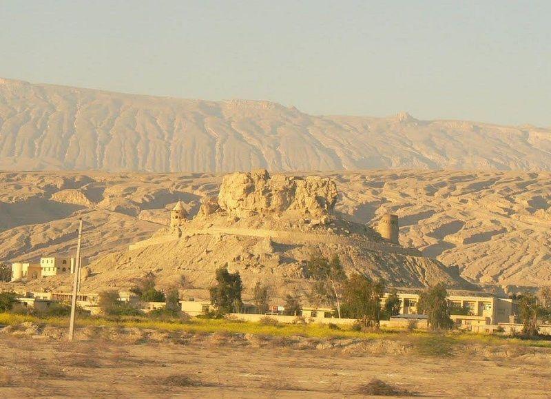 جاذبه های گردشگری بندرعباس,جاذبه های گردشگری هرمزگان,قلعه تاریخی فین