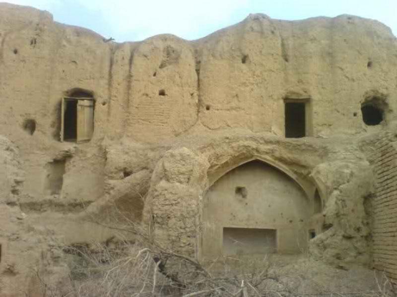 جاذبه های گردشگری مرکزی,قلعه باستانی جمشیدی,قلعه تاریخی جمشیدی