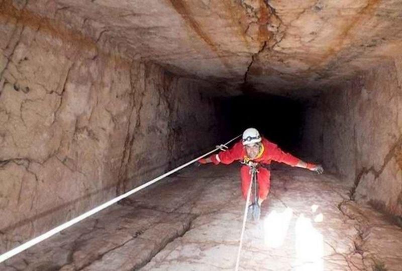 جاذبه های گردشگری فارس,غار چاه قلعه بندر,غار چاه قلعه بندر شیراز