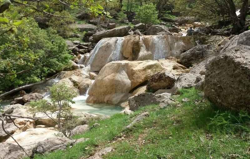 آبشار نای انگیز سپید دشت,جاذبه های گردشگری لرستان,روستای نای انگیز