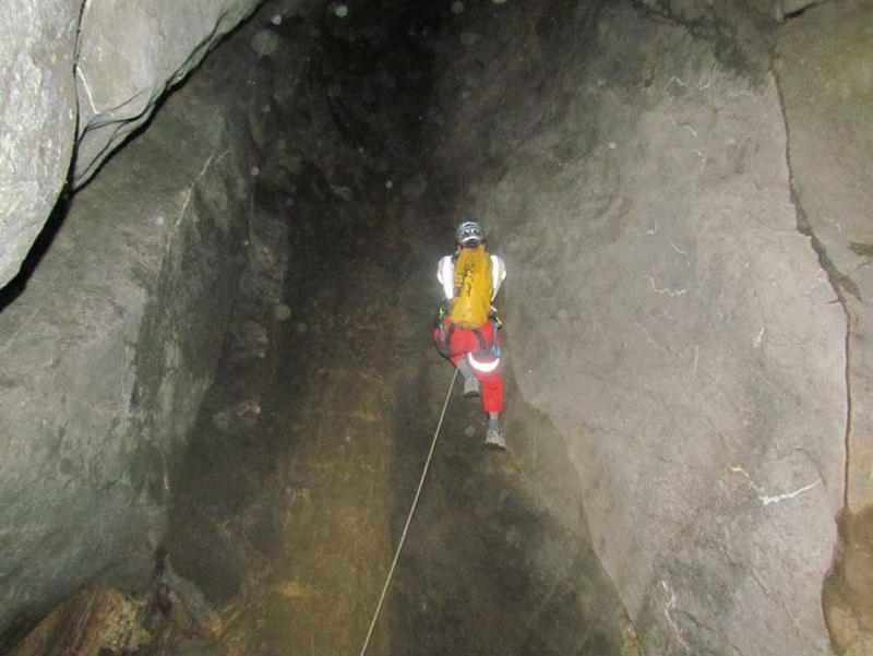 جاذبه های گردشگری کردستان,غار صلوات آباد,غار صلوات آباد در استان کردستان