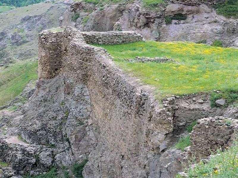 قلعه لمبسر الموت قزوین,قلعه لمبسر در قزوین,قلعه لمبسر رودبار الموت