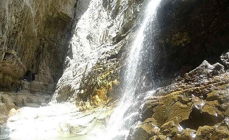 آبشار دره گرم سراسو,آبشار زیبای دره گرم,جاذبه های گردشگری لرستان