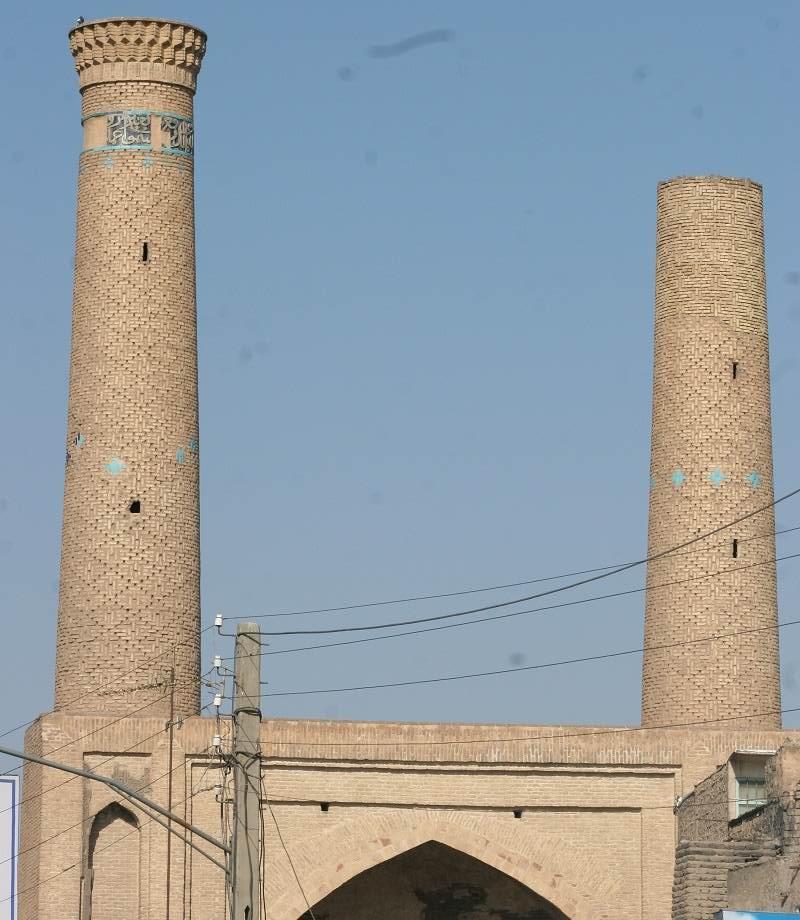مدرسه پامنار قم از بزرگترین مدارس قم محسوب می شود,مدرسه غیاثیه در استان قم,مدرسه غیاثیه در قم به نام پامنار نیز معروف است