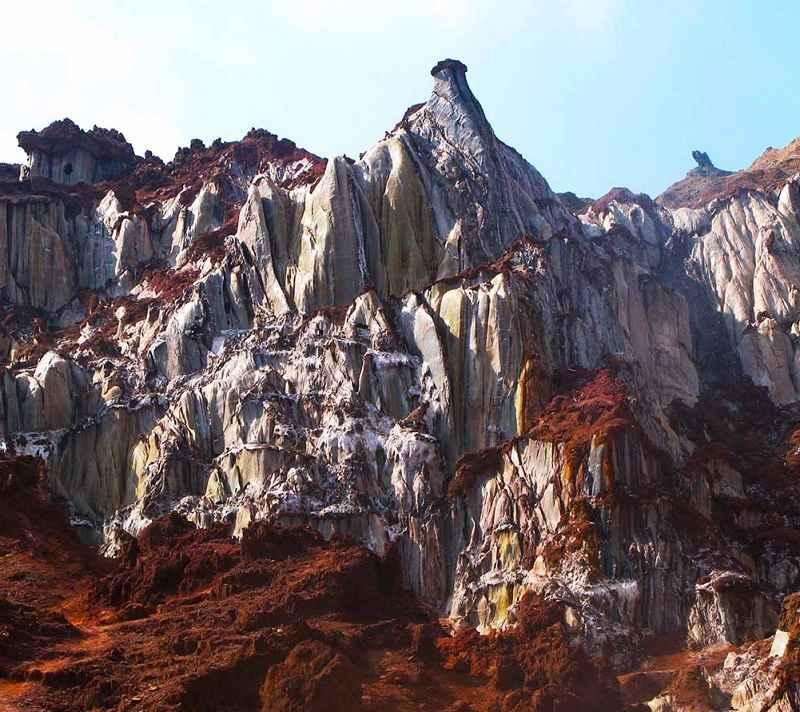 جاذبه های گردشگری جزیره هرمز,دره مجسمه ها,دره مجسمه ها در جزیره هرمز
