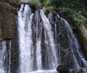 آبشار وارگ,آبشار وارگ الیگودرز,آبشار وارگ بزنوید