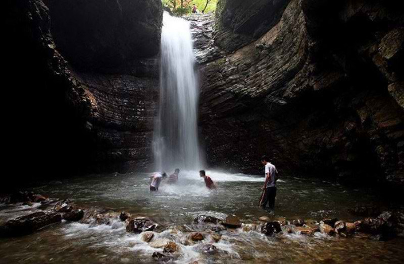 آبشار ویسادار لمیر,ابشار ویسادار,جاذبه های گردشگری گیلان