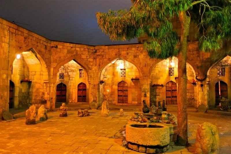 کاروانسرای زین الدین مهریز یزد جزو چندین کاروانسرایی است که به دستور شاه اسماعیل ساخته شده است