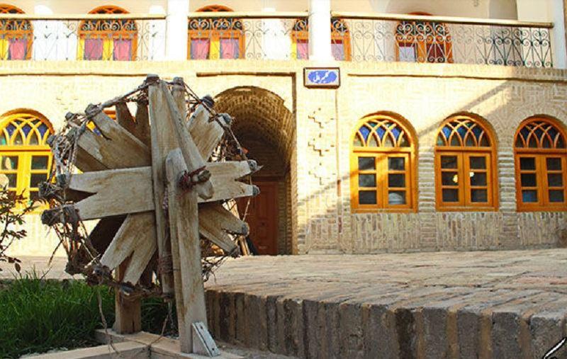این بنا از جاذبه های گردشگری استان خراسان شمالی محسوب می شود,حسینیه جاجرمی در دوره قاجاریه ساخته شده است,حسینیه جاجرمی ها بجنورد به مرکز هنرهای سنتی تبدیل شده است