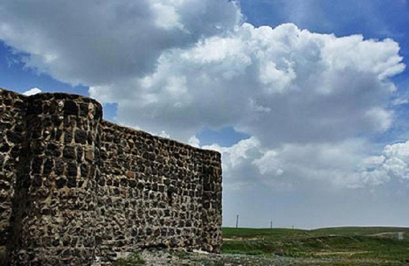 جاذبه های گردشگری اردبیل,کاروانسراهای استان اردبیل,کاروانسرای شاه عباسی اردبیل به دستور شاه عباس صفوی برای برای امنیت کاروان ها ساخته شد