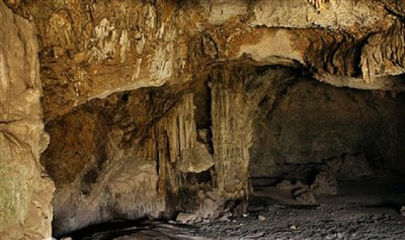 پدیده های طبیعی ایلام,جاذبه های طبیعی استان ایلام,غار چهل ستون