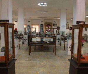 آدرس موزه وزیری یزد,کتابخانه موزه وزیری یزد,کتابخانه وزیری یزد