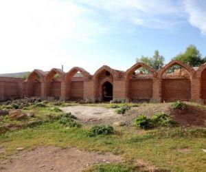 روستای مرزی قانلی بولاغ,عکس کاروانسرای قانلی بولاغ,کاروانسرای قانلی بلاغ