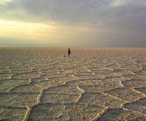 آدرس درياچه نمك خور,بهترین زمان سفر به دریاچه نمک خور,تور اصفهان گردی