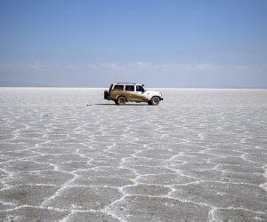 آدرس دریاچه نمک آران و بیدگل,بزرگترین دریاچه های نمکی ایران,تور کاشان گردی